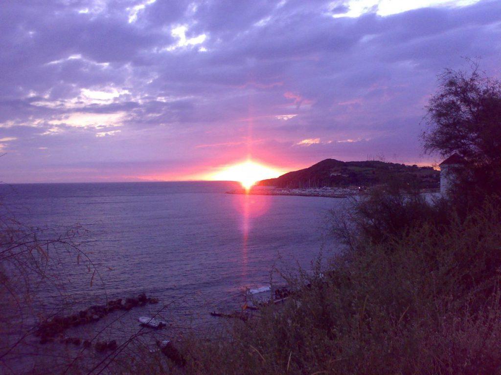 la pace della sera in un'isola incantata