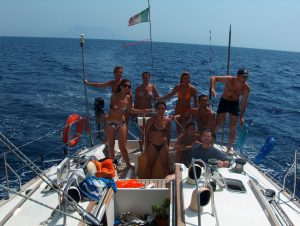 una barca, il mare, un gruppo, l'estate, la cambusa fatta...non manca più niente per una settimana meravigliosa!